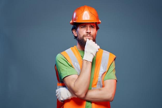 머리 전문 감정에 남성 작성기 주황색 헬멧