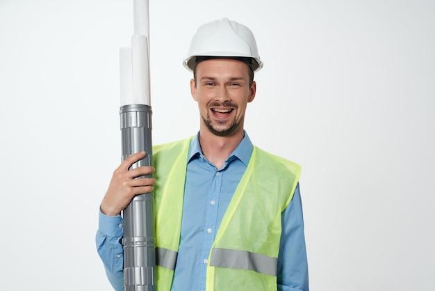 Мужчины строители инженер светлый фон