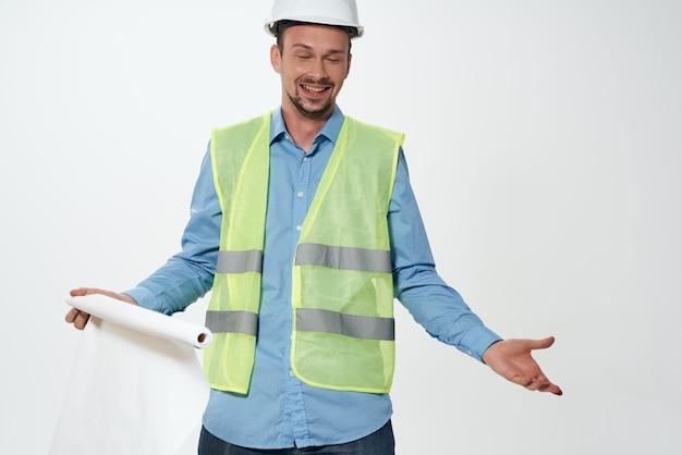 남성 건축업자 엔지니어 밝은 배경