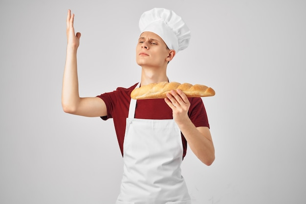 男性シェフ料理ベーキングキッチン明るい背景