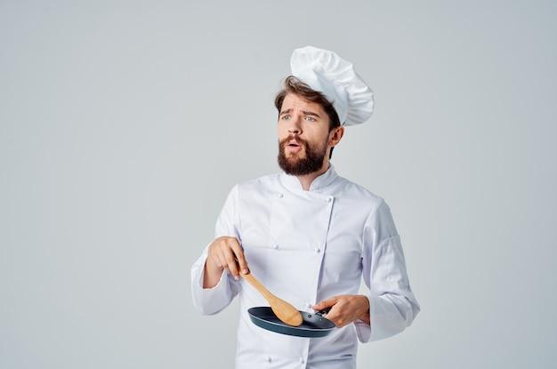 Работа по приготовлению посуды мужской шеф-повар