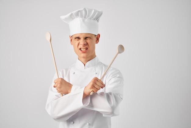 男性シェフの制服キッチン用品プロの作業スタッフ