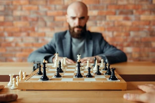 男性チェスプレーヤー、思考プロセス
