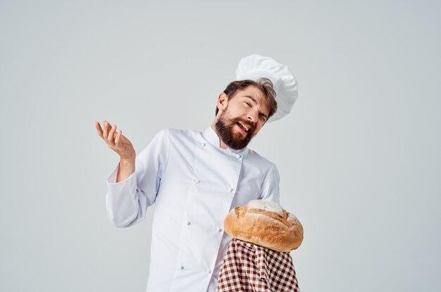 Мужской повар приготовления пекарни изолированный фон
