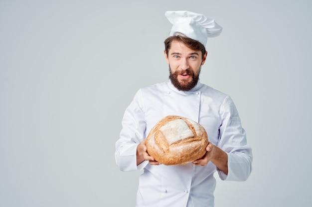 男性料理人キッチンジョブベーカリー製品孤立した背景