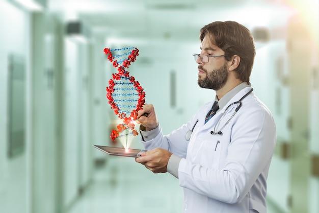 タブレットから出てくる仮想dnaを見ている病院の男性医師
