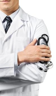 Врач-мужчина со стетоскопом на белом фоне