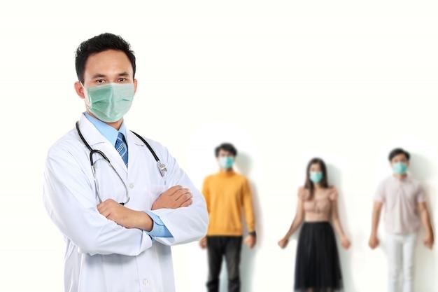 男性医師は患者と一緒にマスクを着用