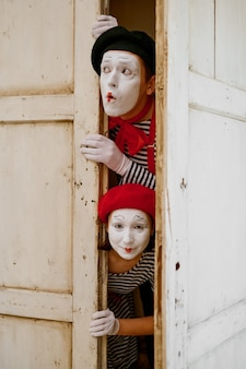 Male and female mime artists, parody comedy