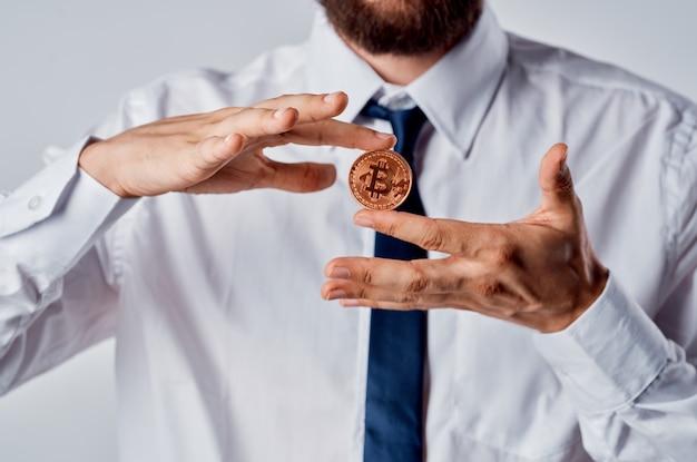 남성 금융가 암호 화폐 비트코인 투자 경제 현금. 고품질 사진