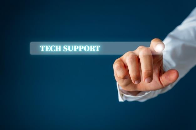 기술 지원 단어가 포함 된 가상 인터페이스의 검색 창을 가리키는 남성 손가락.