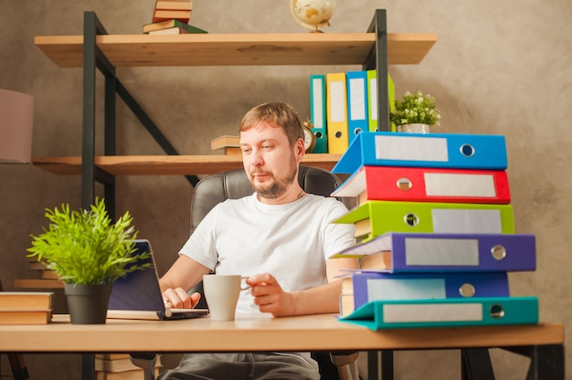 Male freelancer at home working on a laptop.