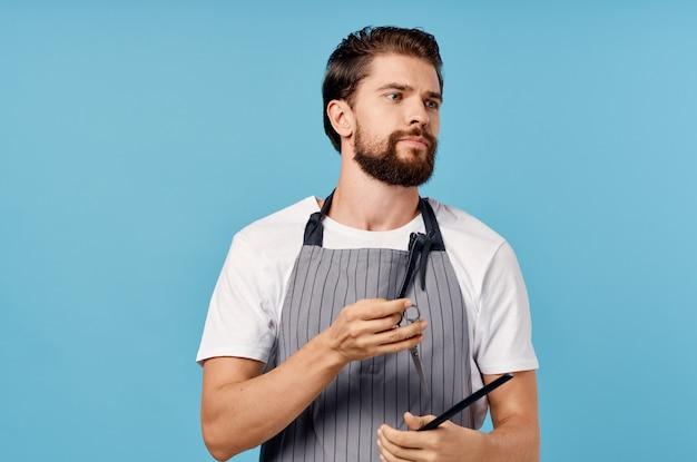 男性美容師現代のヘアスタイルサービスの提供