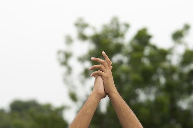 Знак жест мужской руки открытый