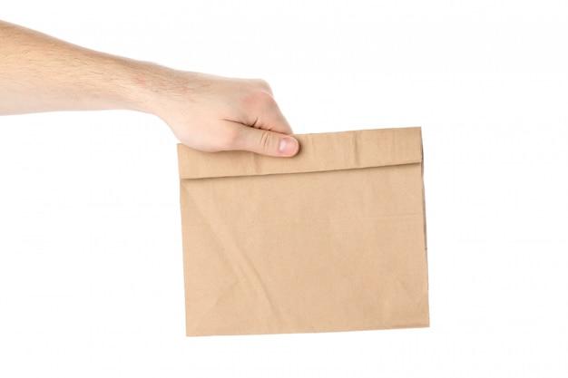 남성 손 보유 흰색 절연 종이 봉지