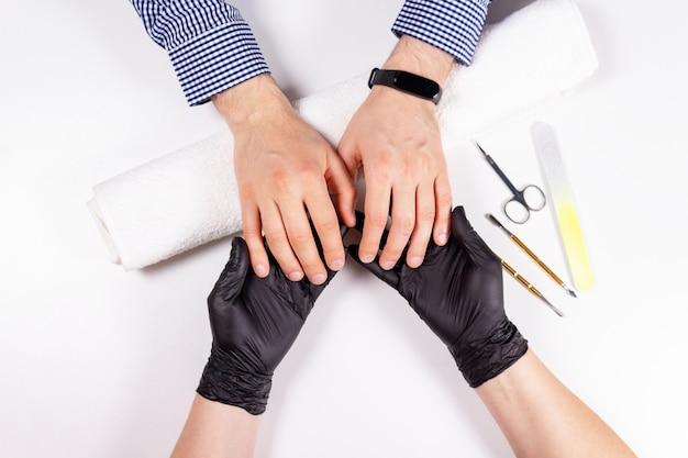Массаж мужской руки после маникюра, вид сверху