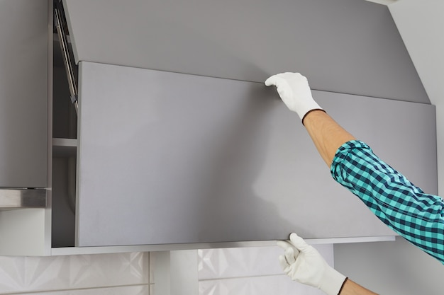 Мужской ручной открытый кухонный шкаф без ручки.