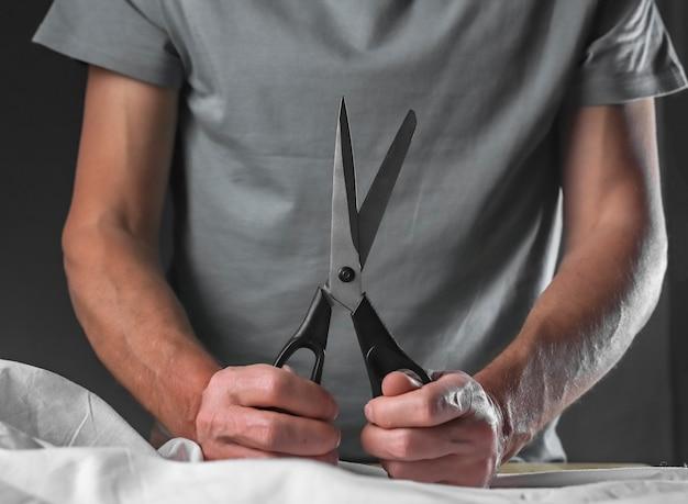 Швейные ножницы мужские руки holdinl портной