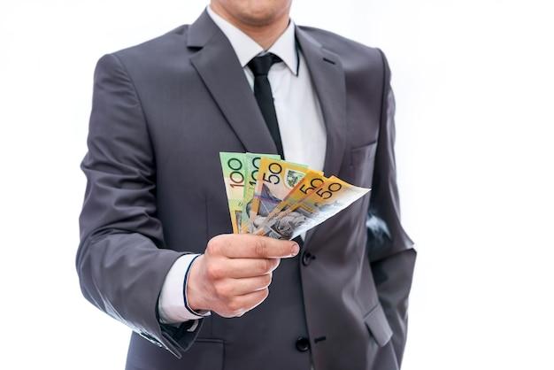 Мужские руки с австралийскими долларами крупным планом