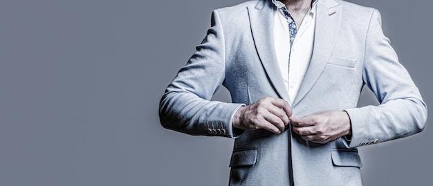 タキシードの男性。スーツを着たエレガントなハンサムな男。古典的なスーツを着たハンサムなひげを生やしたビジネスマン。