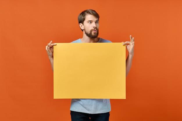 남성 마케팅 포스터 광고 모델 오렌지 종이 시트