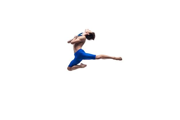 男性の現代バレエダンサー、芸術の現代的なパフォーマンス、感情の青と白の組み合わせ