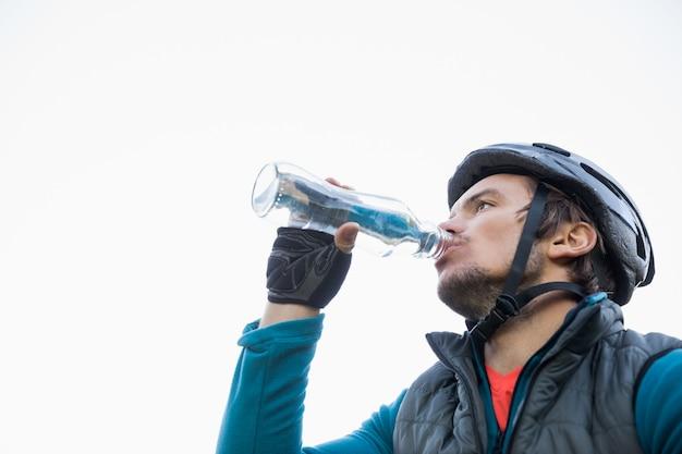 Мужской горный байкер питьевой воды