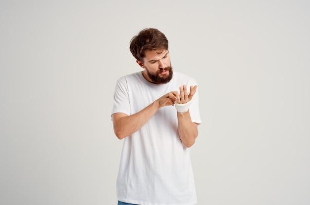 男性患者の手の怪我治療健康問題感情病院医学。高品質の写真