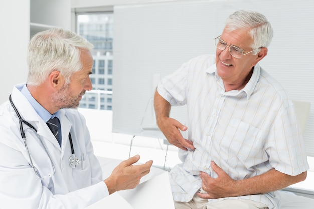 Male senior patient visiting a doctor Premium Photo