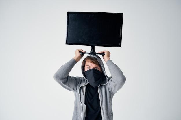 남성 도둑 스텔스 기술 강도 안전 훌리건 밝은 배경. 고품질 사진