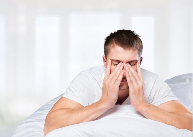 睡眠不足の男性
