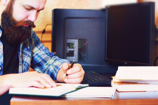 Male work computer pen write