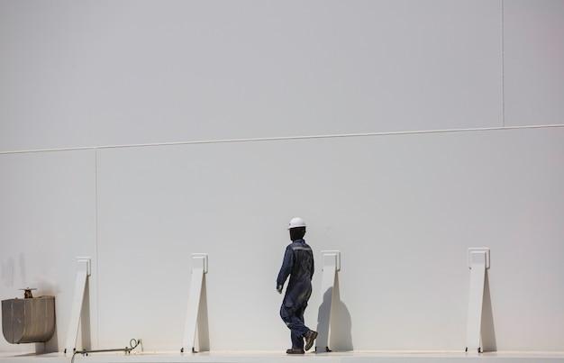男性労働者産業目視検査貯蔵タンクガスプロパン
