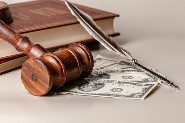 法のmallとお金の山