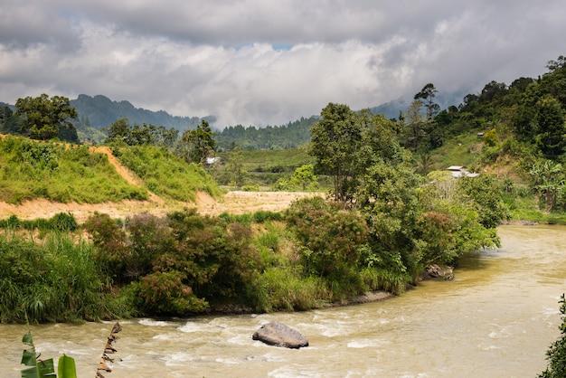 インドネシアスラウェシ島のママサ渓谷