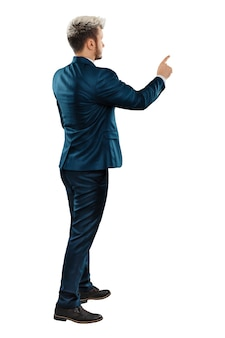 男本格的なビジネススーツを着たビジネスマンが何かを見せている