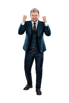 男フルレングスのビジネススーツを着たビジネスマンはとても幸せです