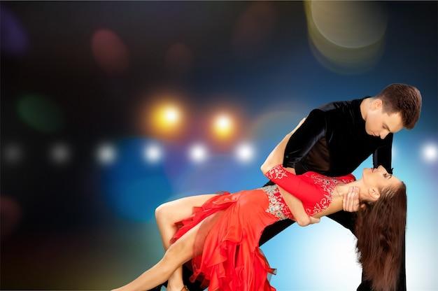 남자와 여자 배경에 살사 춤