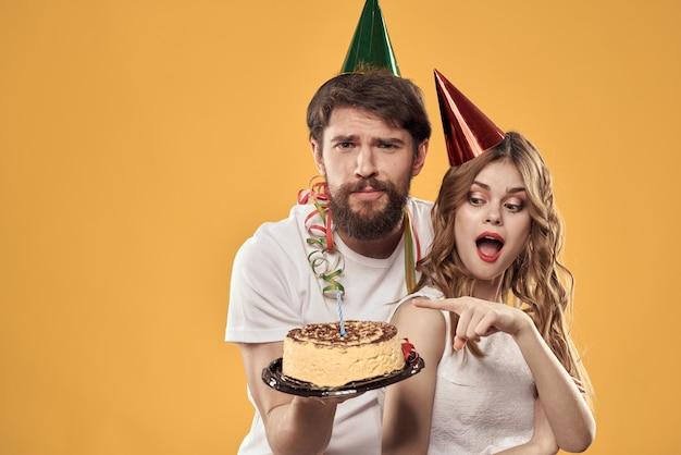 男と女の誕生日お祭りケーキ黄色
