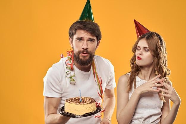 誕生日を祝う男女