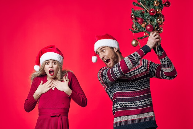 男と女のクリスマス休暇クリスマスツリー新年の感情