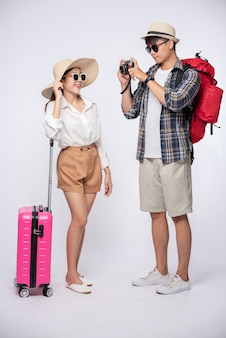 旅行、眼鏡をかけ、写真を撮る服を着た男女