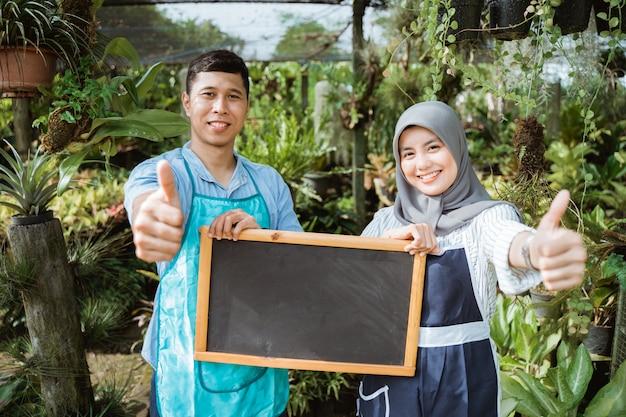 男と女の庭師空白ブラックボード
