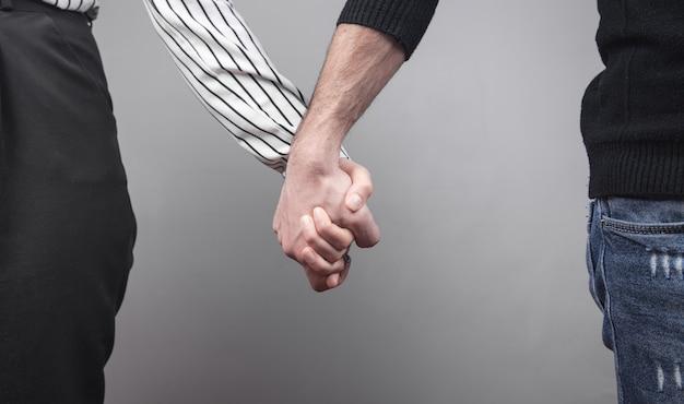 남자와여자가 회색에 손