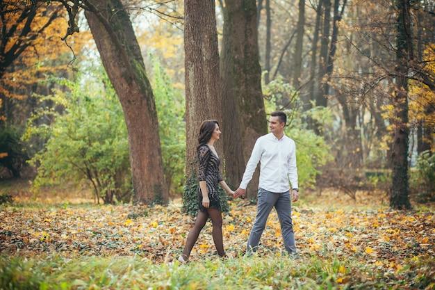Мужчина и женщина в влюбленной паре
