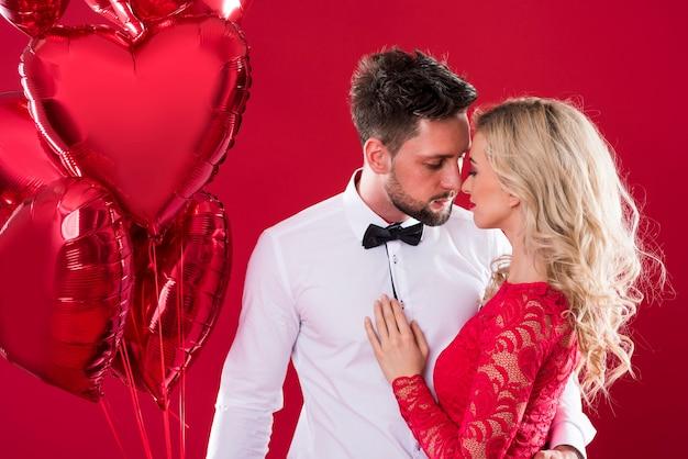 Мужчина и женщина в любви в студии