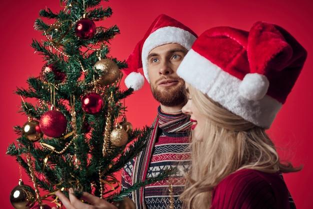 新年の服の休日の装飾のロマンスの男と女