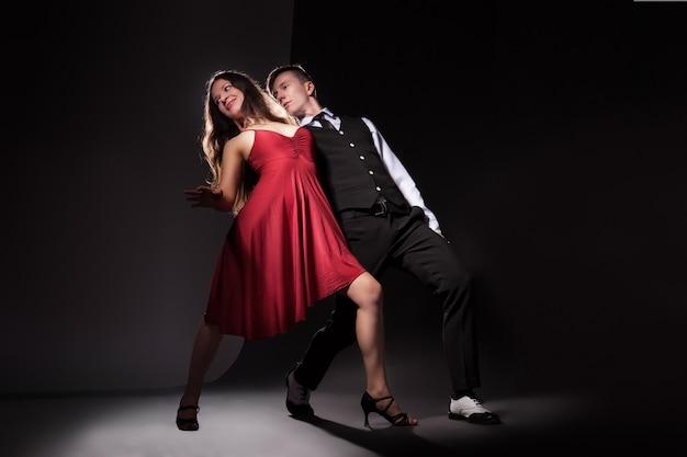 最もロマンチックなダンスタンゴの男と女