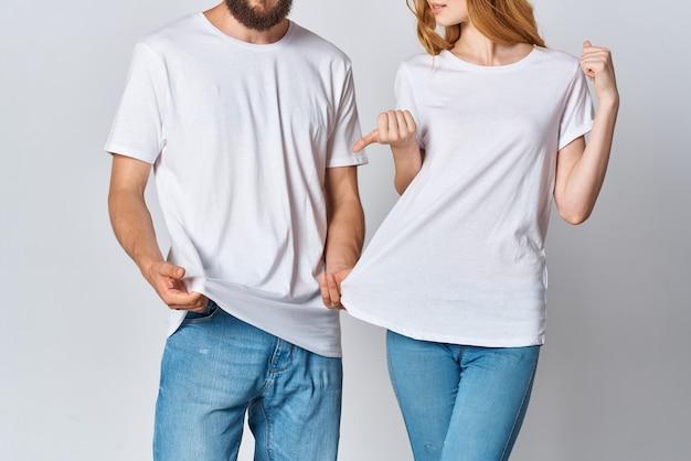 Мужчина и женщина в белых футболках copy space mockup fashion. фото высокого качества