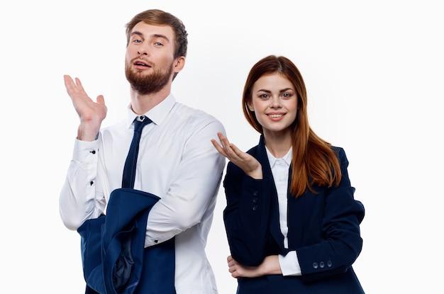 Мужчина и женщина работают коллеги должностные лица профессиональный офис